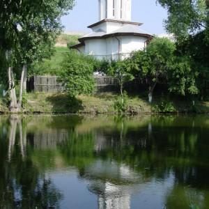 7-izvoare-făcătoare-de-minuni-din-România-1-1024x1024-6