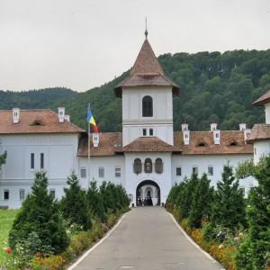 7-izvoare-făcătoare-de-minuni-din-România-2-1024x1024