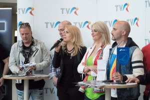 Liana Stanciu, Iuliana Marciuc, Voltaj in aeroport_DSCF6125
